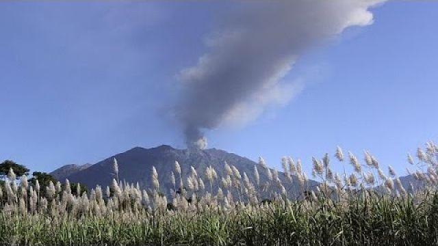 Erupção vulcânica provoca encerramento de quatro aeroportos da Indonésia
